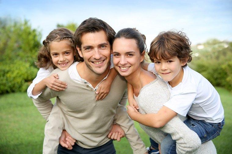 family-8.jpg.2bb75fa6ac187b81ef58774061f70cfa.jpg
